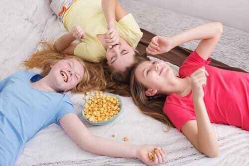 utveckla känslomässig intelligens: barn och popcorn