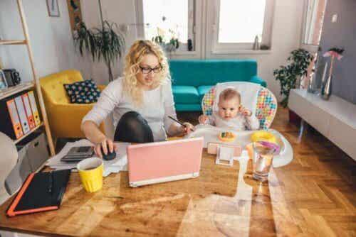 Tips för att ta hand om barn när man jobbar hemifrån