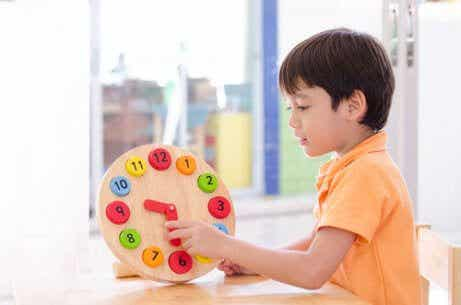 Spel och lekar som hjälper barn att lära sig klockan