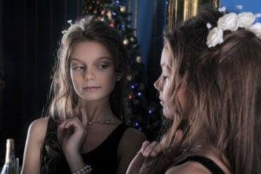Egocentricitet i tonåren: Vad du behöver veta