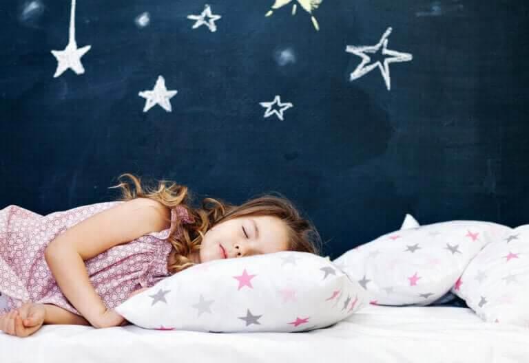 barn sova hos oss: barn sover under stjärnor