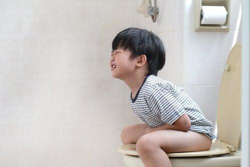 Psykosomatiska störningar: förstoppad pojke