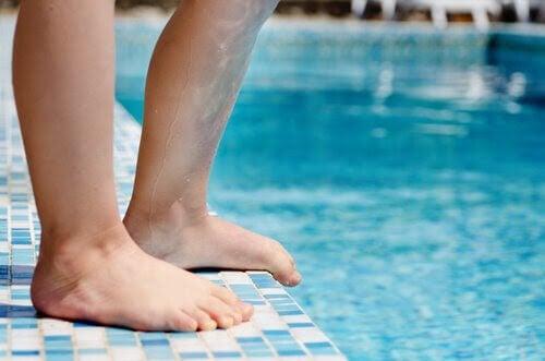 Willis-Ekboms sjukdom: barnben vid pool