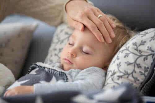 Vad händer om mitt barn får feber eller hosta under coronakrisen?