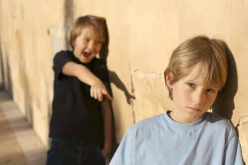barn som blir retade