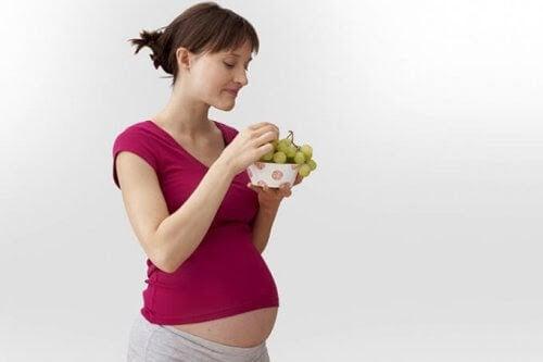 listeriainfektioner: gravid kvinna äter vindruvor