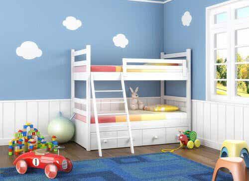 Tips för att inreda ett delat sovrum för dina barn