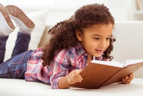 Fördelar med att läsa högt med dina barn