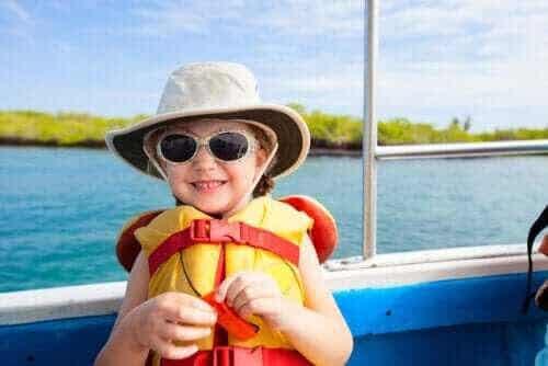 Tänk på säkerheten när du seglar med barn