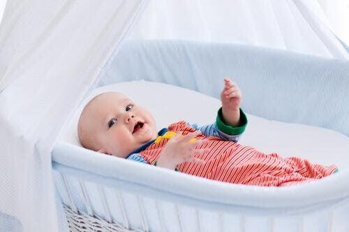 Din bebis första säng