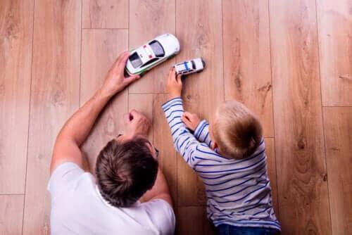 utan belöningar och straff: barn leker med bilar