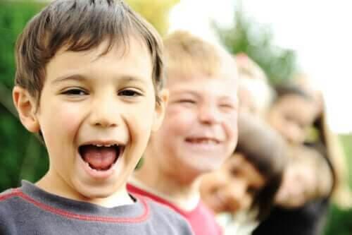 dagen på ett positivt sätt: glada barn