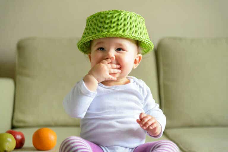 Skattkorgen: En stimulerande aktivitet för bebisar