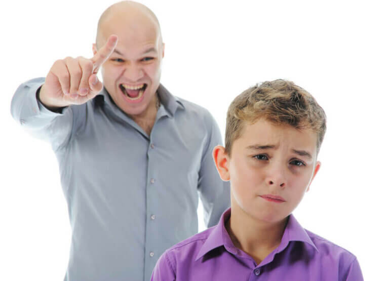 Vilken ton ska man använda när man disciplinerar sina barn?