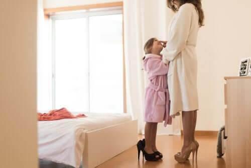 mamma och dotter i samma kläder