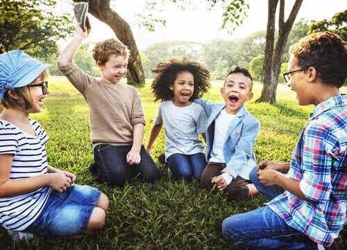 5 lekar som uppmuntrar barn att lyssna