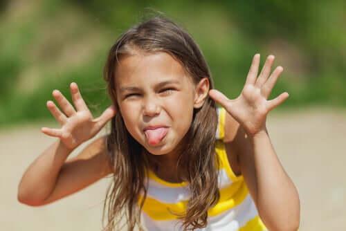 Lär ditt barn att inte reta andra