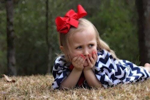 frisyrer: flicka med rosett