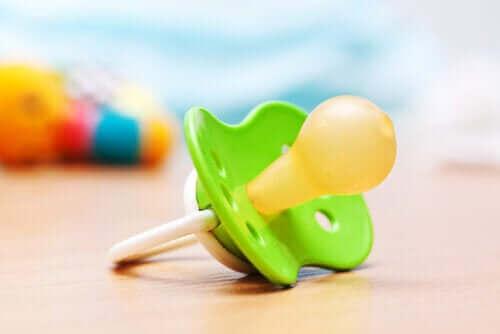 Att använda en napp: Fördelar och problem