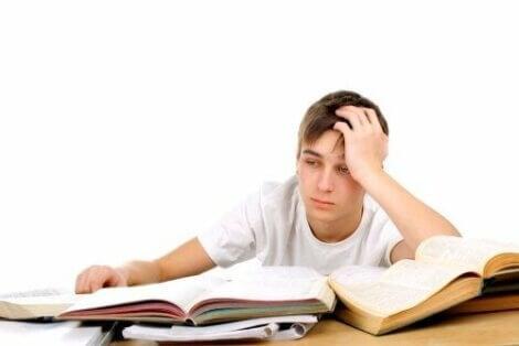 Pojke har svårt med sina studier