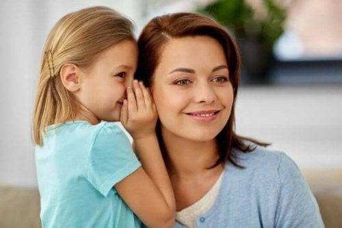 svaren du ger: dotter viskar i mammas öra
