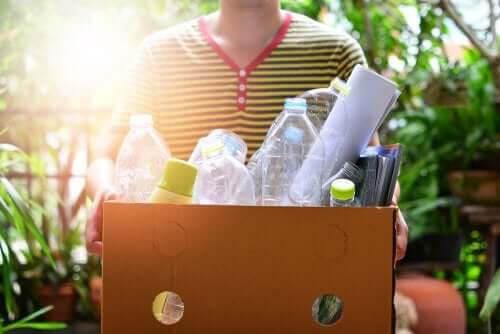 Pyssel med plastflaskor