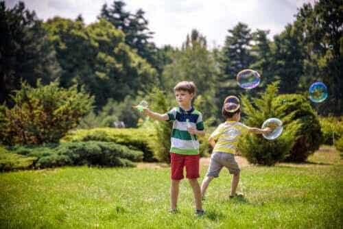 10 aktiviteter för barn där de får röra på sig