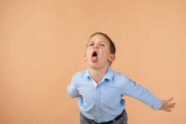 Hur man effektivt hanterar barn som förolämpar andra
