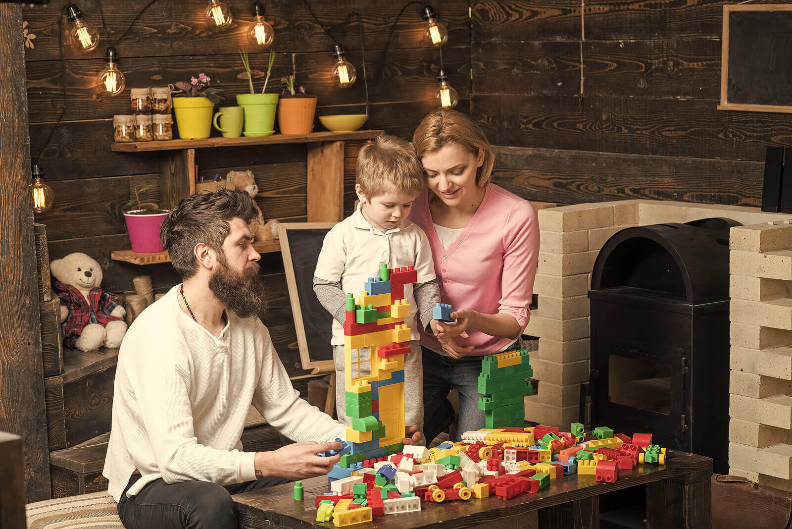 familj leker med LEGO Education