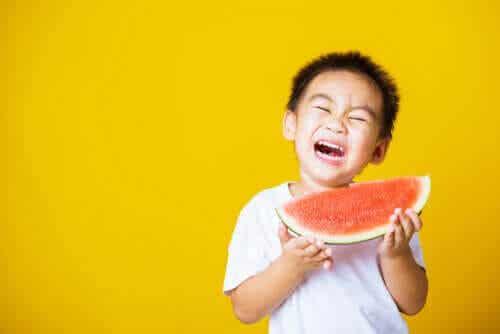 Mitt barn är rädd för att kvävas när han äter: Vad kan jag göra?