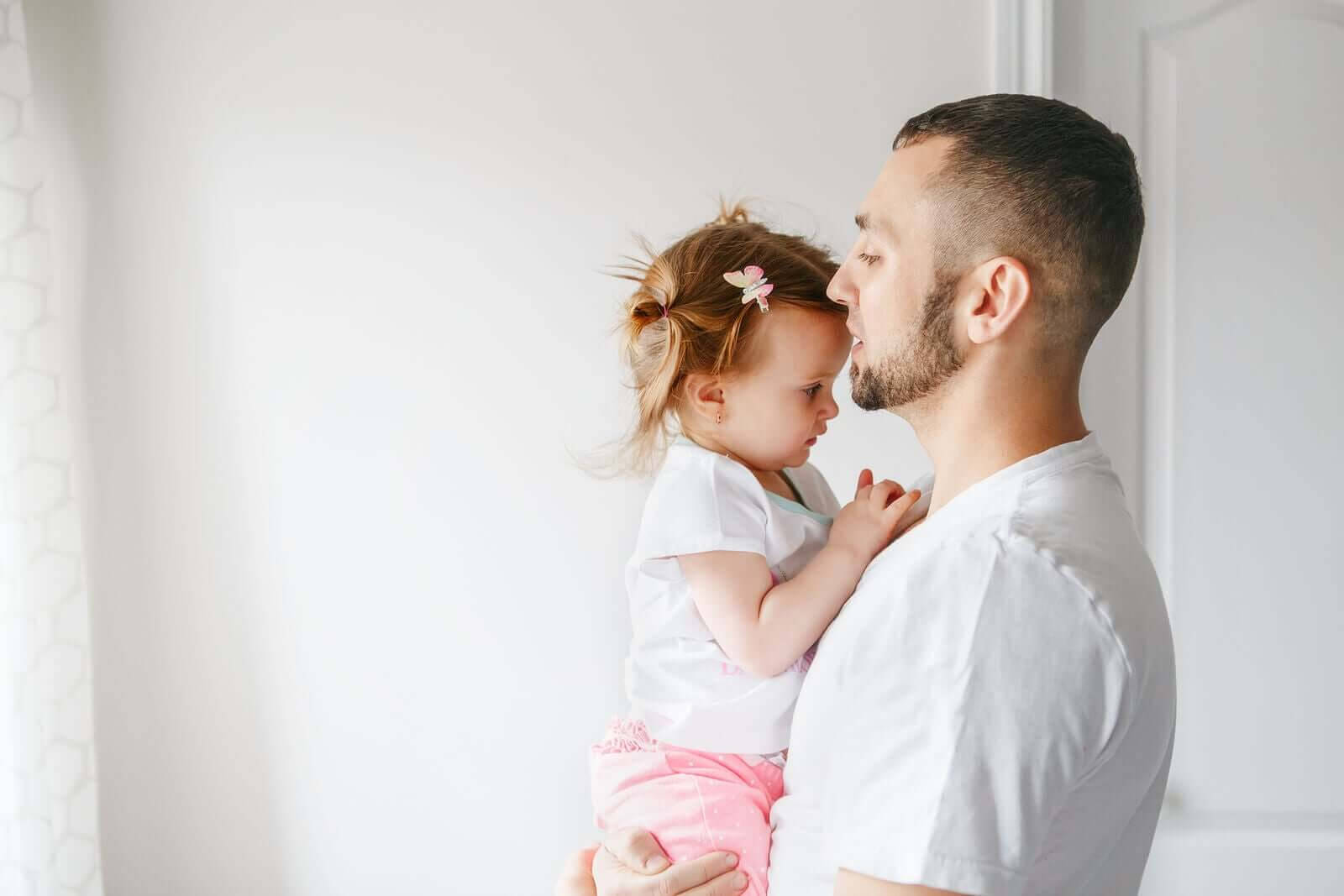 barns första ord: pappa och baby