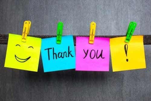 Tackkort lär barn gott uppförande
