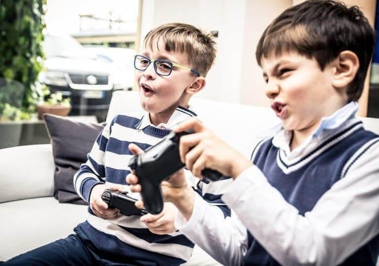 förhindra beroende av videospel: barn spelar videospel