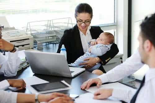 Arbetande mamma: En kombination som fungerar