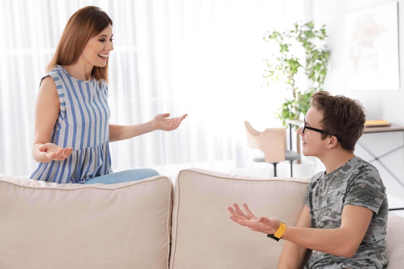 ifrågasätta din tonåring: mamma och tonåring för dialog