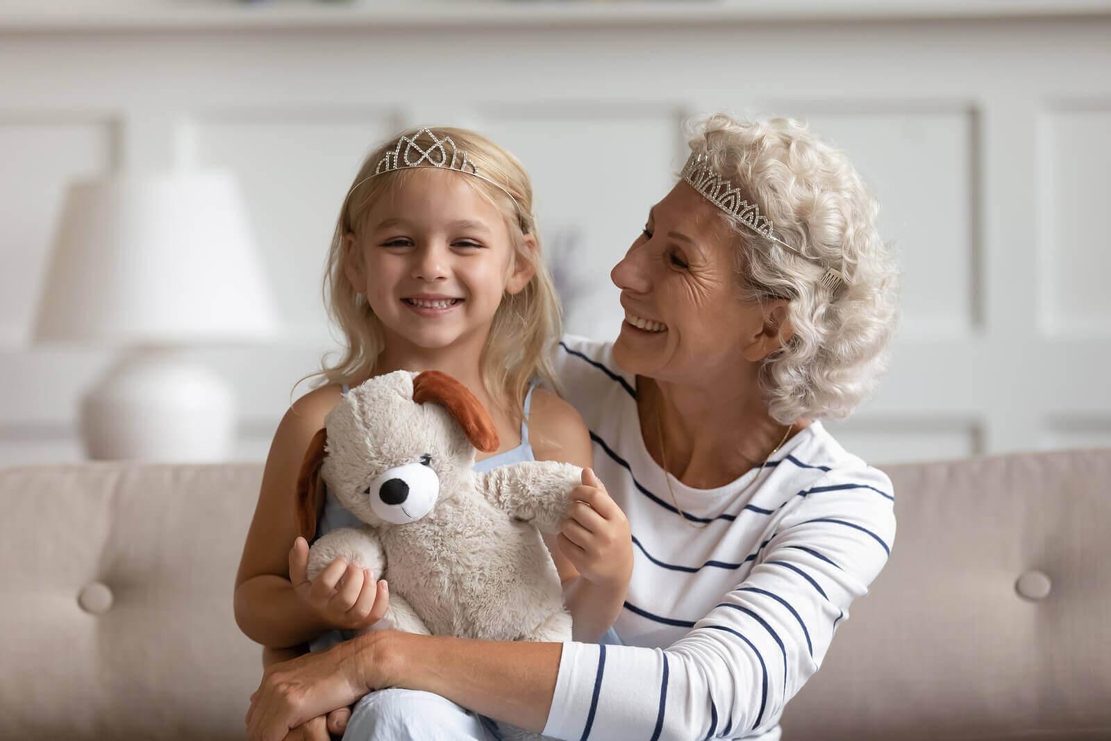 godkännande från andra: mormor och barn är uppklädda