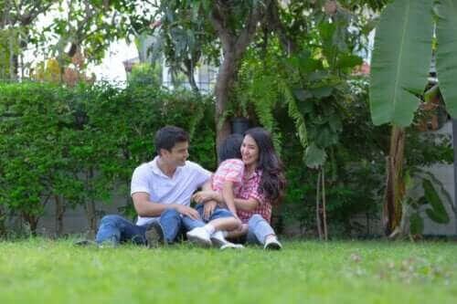 Roliga lekar att leka i trädgården med hela familjen