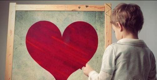 barn vid tavla med hjärta