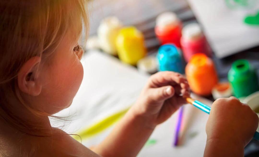 grafiskt uttryck: barn ritar