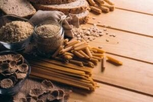 Varför du bör uppmuntra dina barn att äta fullkorn