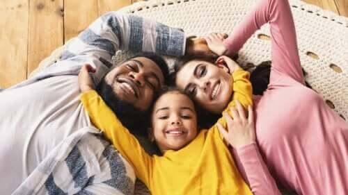 Betydelsen av fysisk kontakt för barn under uppväxten