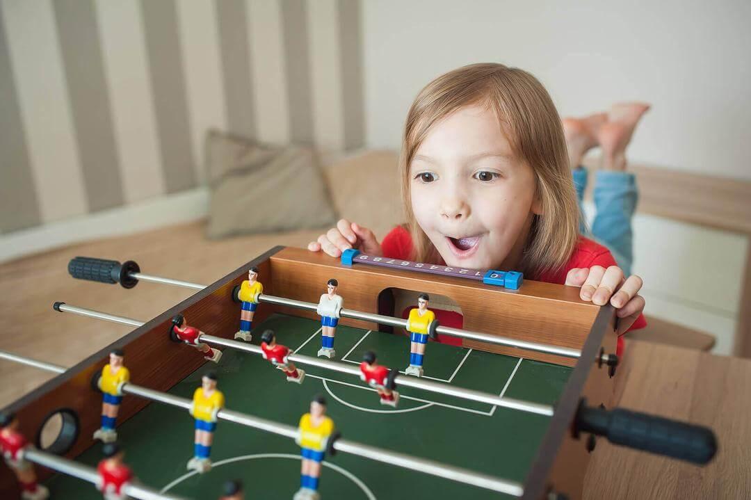 impulsivt beteende hos barn: barn spelar spel