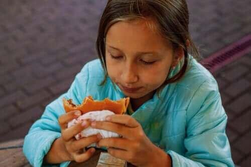 Högt kolesterol hos barn: Orsaker och behandling