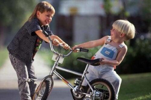 Lär dina barn hur de ska reagera om ett annat barn slår dem