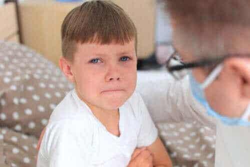 4 tips som hjälper ditt barn att sluta vara rädd för läkaren