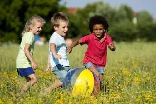 Stegen för den fysiska utvecklingen hos barn från 0 till 6 år