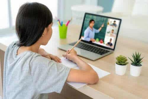 Så hjälper du dina barn att koncentrera sig på nätundervisning