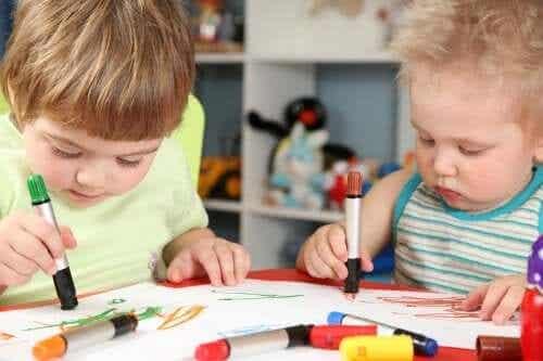 låda för starka känslor: barn ritar