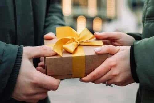 Börja sprida lycka med välgörenhetsgåvor!