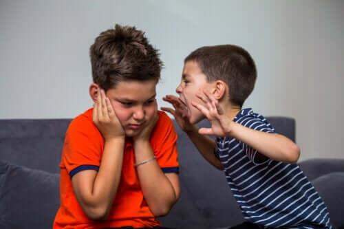 Aggressivt beteende hos små barn: Hur bör man agera?